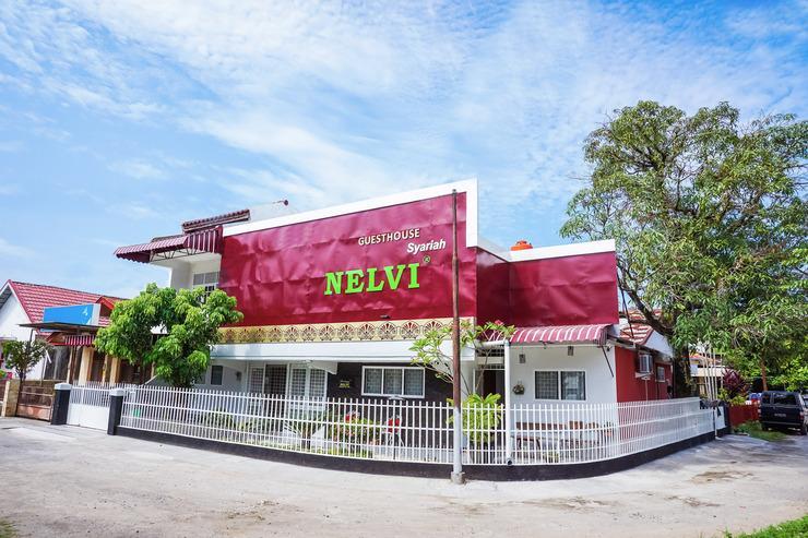 OYO 433 Nelvi Guest House Syariah Padang - Facade