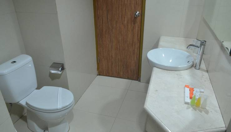 Putri Duyung Ancol - bathroom