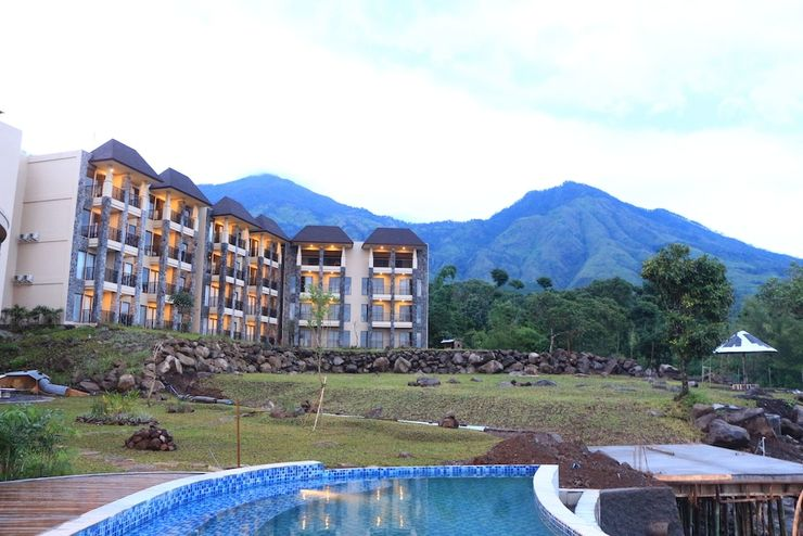 Baobab Safari Resort Pasuruan - Featured Image