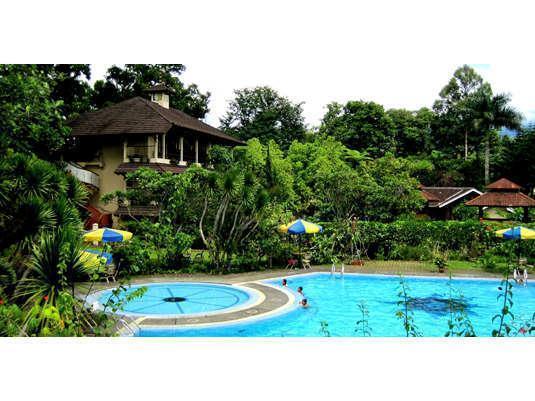 Taman Sari Hotel & Resort Sukabumi - Kolam Renang