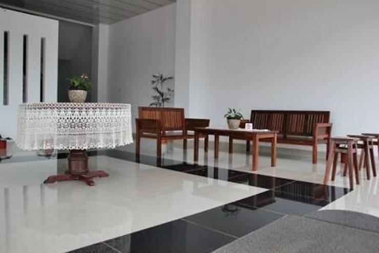 Prima Dini Hotel Bukittinggi - Lobi