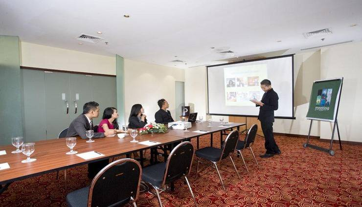 Grand Surya Hotel Kediri - Meeting Room