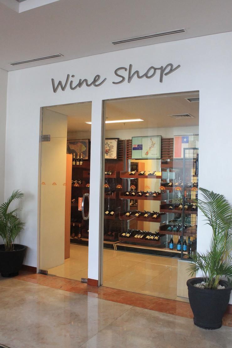 Grand Surya Hotel Kediri - wine shop