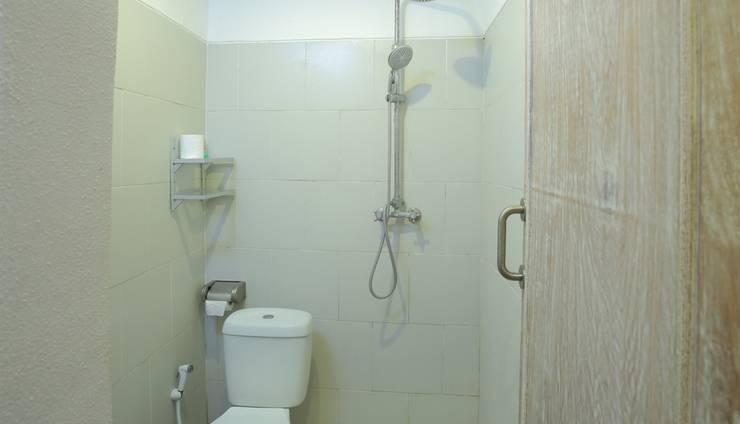 RedDoorz near Raya Semer Bali - Bathroom