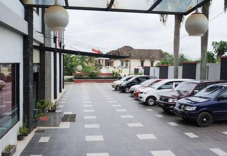 Feodora Airport Hotel Palembang - Parking Area