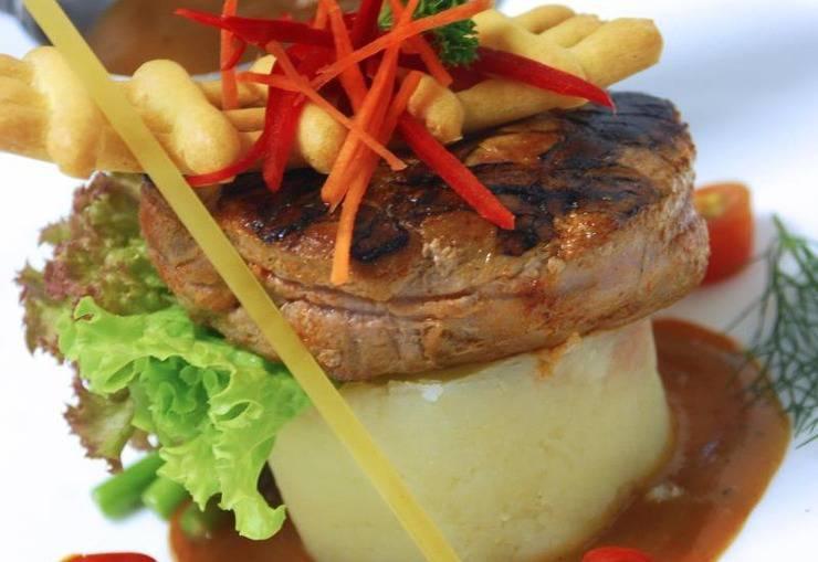 Patra Comfort Bandung - Food & Beverage