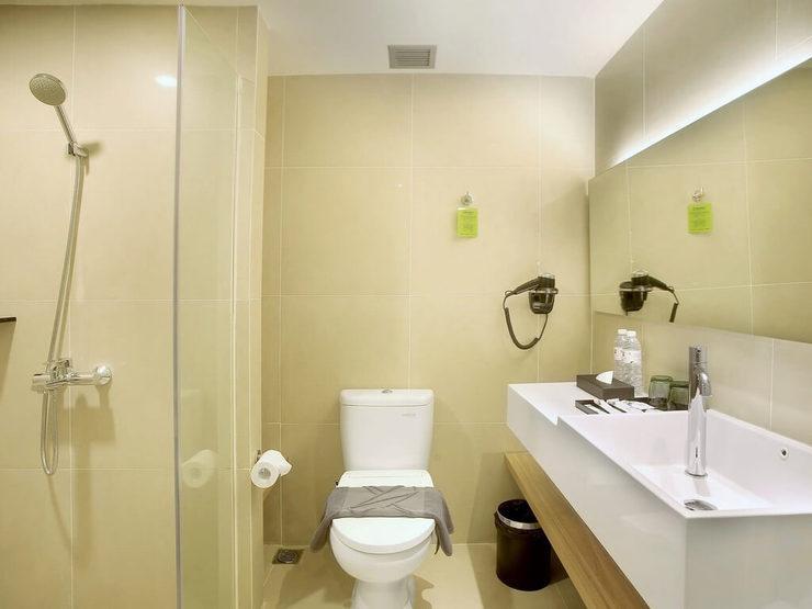 The Zuri Pekanbaru Pekanbaru - Bathroom