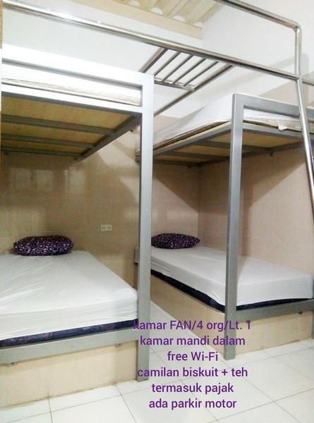 Backpackers Guesthouse at 105 Homestay Malioboro Jogja Yogyakarta - Bedroom