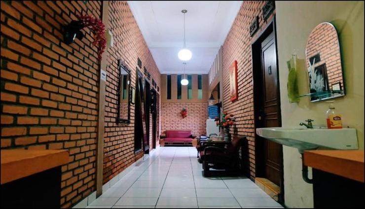 Arinda Guest House Syariah Bandung - interior