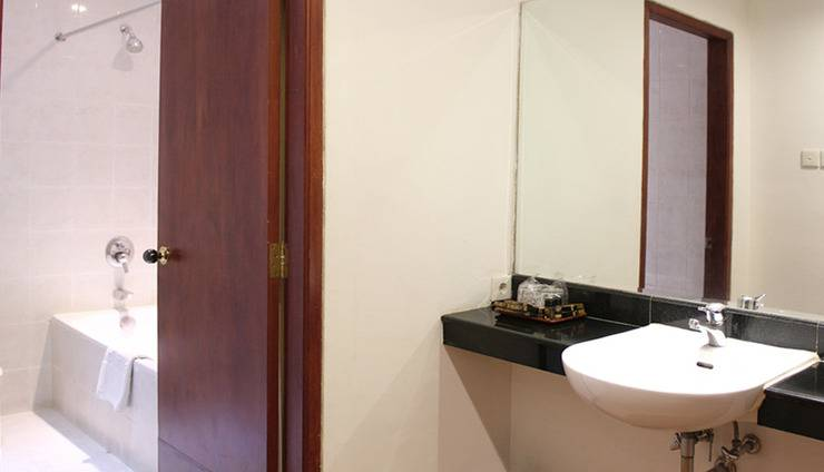 Narita Classic Hotel Surabaya - Kamar Mandi