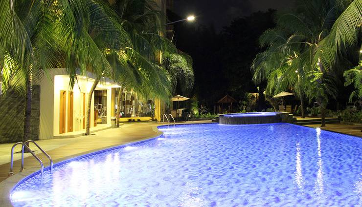 Narita Classic Hotel Surabaya - Kolam renang