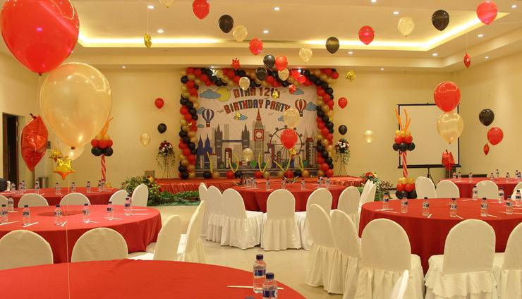 Narita Classic Hotel Surabaya - Hall