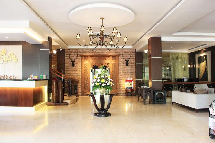 Narita Classic Hotel Surabaya - Lobby