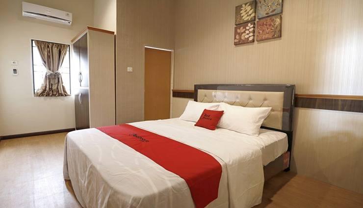 RedDoorz Premium near Universitas Sumatera Utara Medan - Room