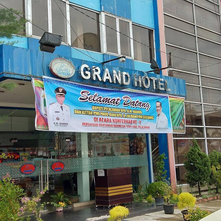 Grand Hotel Pelalawan - Exterior