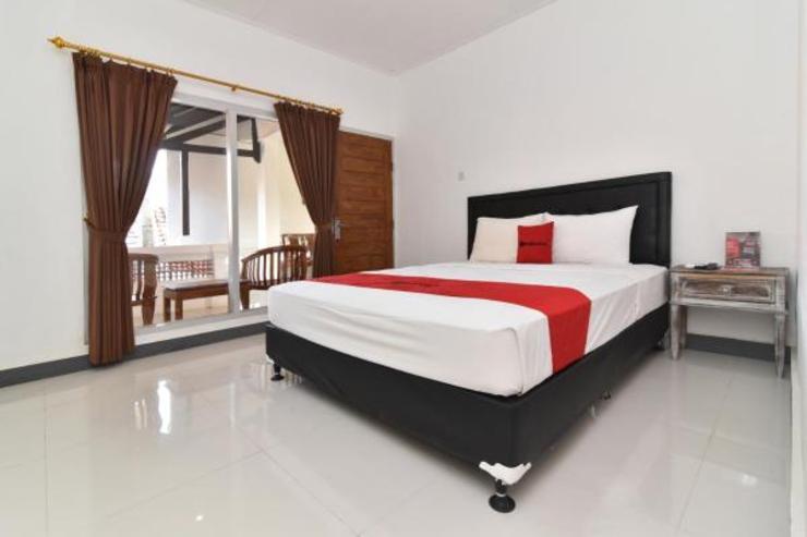 RedDoorz near Tanjung Benoa Beach Bali - Double Room