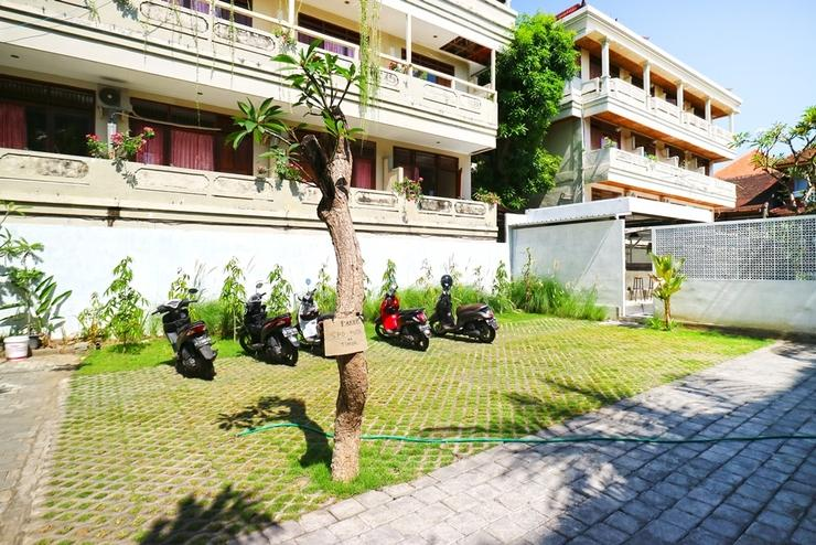 Palm Garden Kuta Bali - Parking