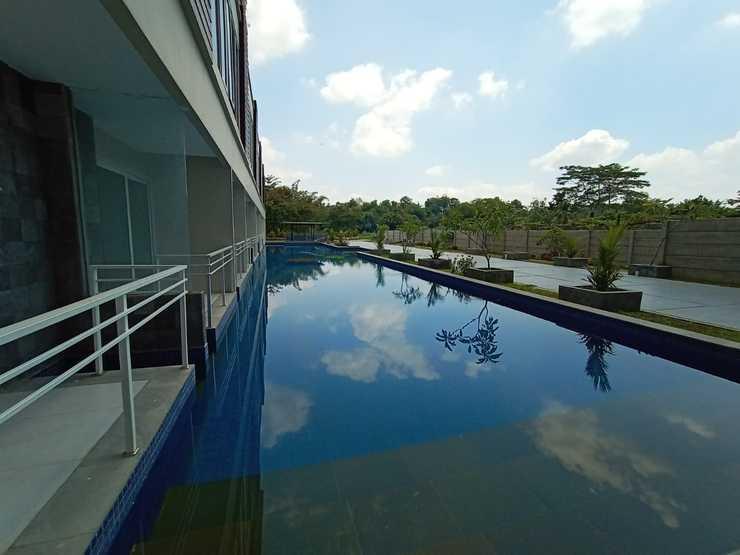 Greenpark Jogja Apartment by Denajeng Yogyakarta - swimming pool