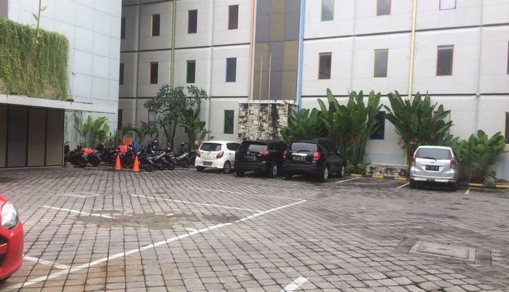 POP! Hotel Legian Dewi Sri - Parking Area
