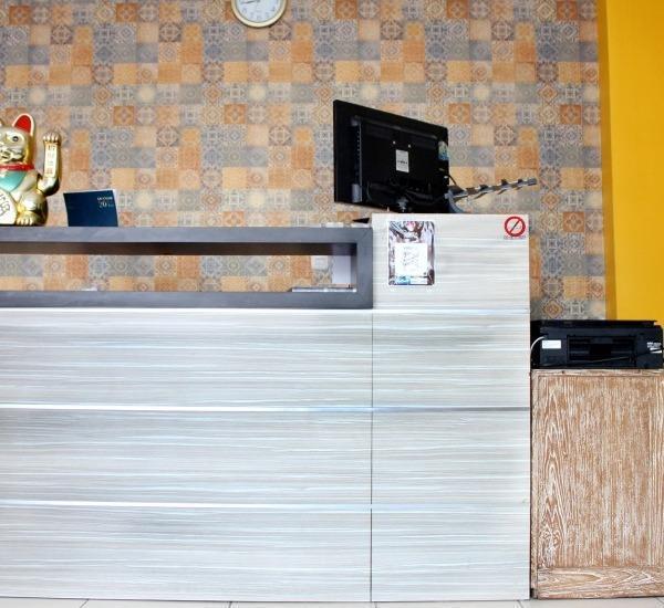 NIDA Rooms Semarang Pekojan Perokoan - receptionis
