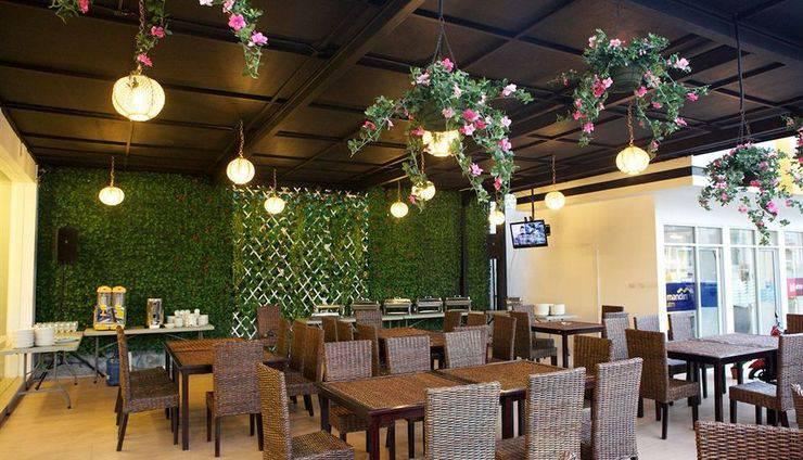 Arbor Biz Hotel Makassar - Garden Cafe