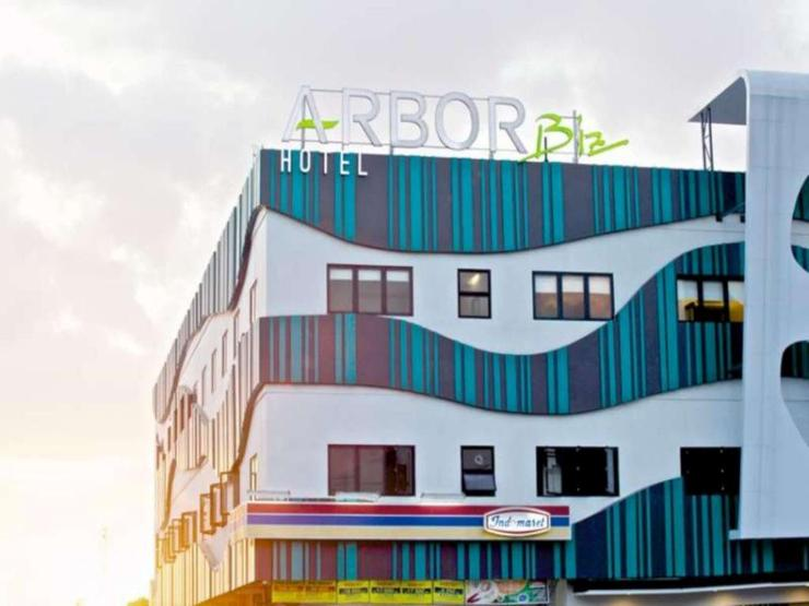 Arbor Biz Hotel Makassar - Front