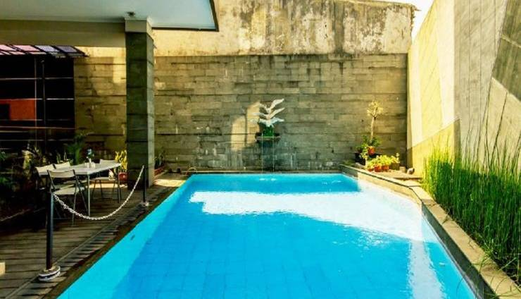 Andelir Hotel Bandung - Swimming Pool