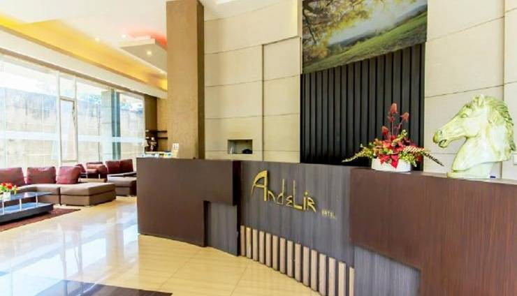Andelir Hotel Bandung - Receptionist