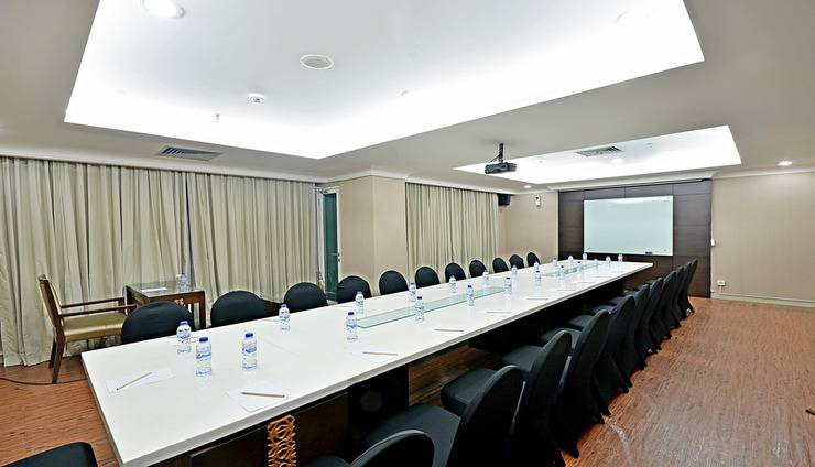 ZEN Premium Menteng Gondangdia Jakarta - Ruang Rapat