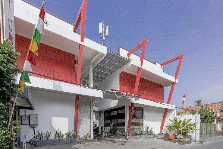 RedDoorz near Kejaksan Station Cirebon Cirebon - Photo