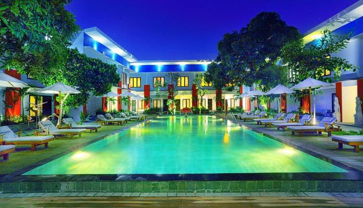 Ozz Hotel Kuta Bali - Kolam Renang