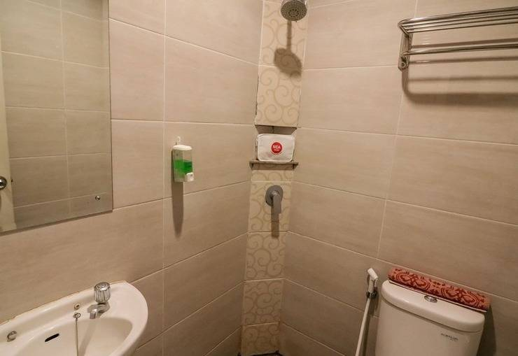 NIDA Rooms Losari Beach Rotterdam Makassar - Kamar mandi