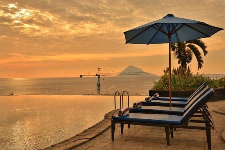 Review Hotel Aryaduta Manado (Manado)