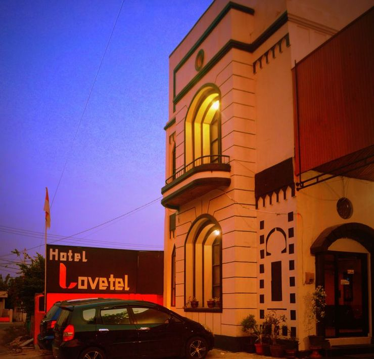 Hotel Lovetel Padang - Facade