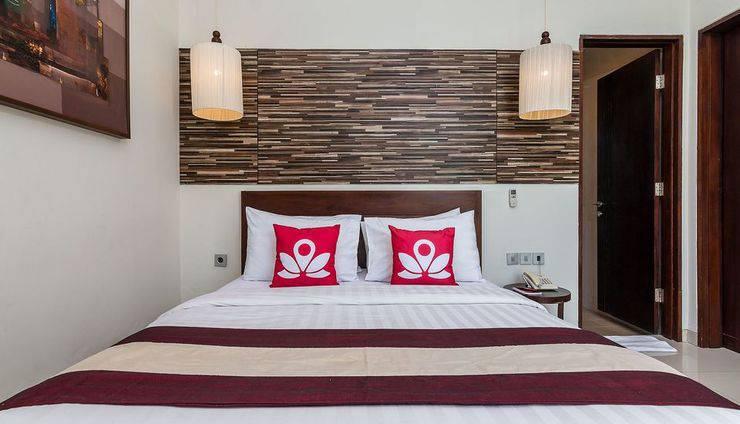 ZEN Premium Kerobokan Seminyak Villa Bali - Tampak tempat tidur double