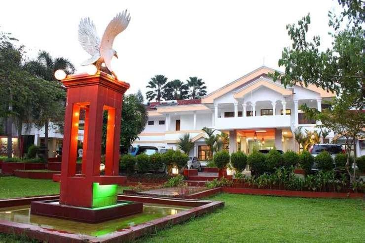 Hotel Ririn Bogor - Facade
