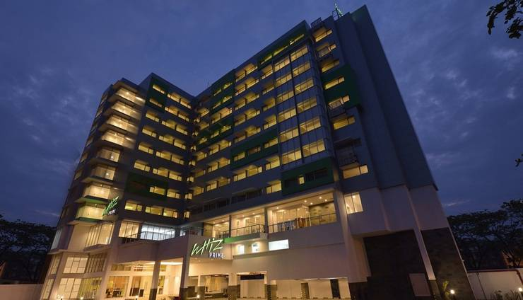 Alamat Whiz Prime Hotel Megamas Manado - Manado