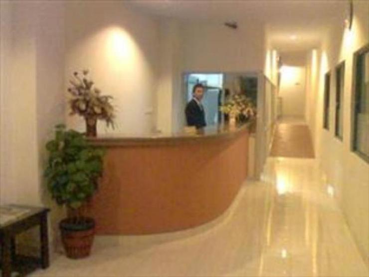 Lucky Inn Manado  Manado - Guest room
