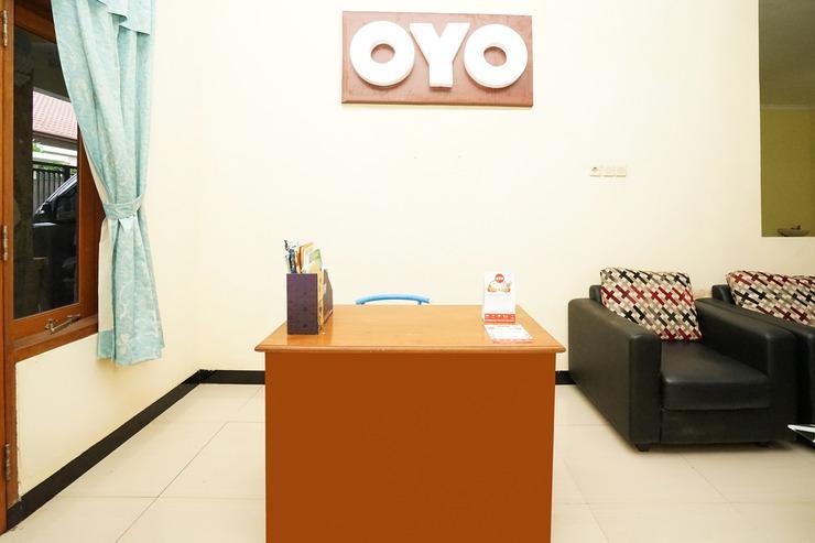 OYO 302 Karolin Syariah Homestay Malang - RECEPTION