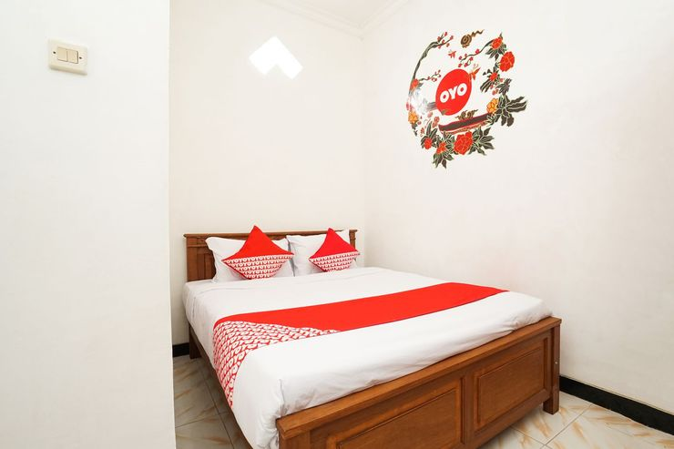 OYO 302 Karolin Homestay Malang - Bedroom