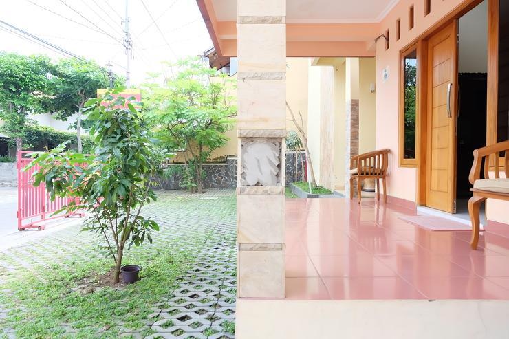 Simply Homy Guest House Pandega Bakti (UGM) Yogyakarta - New Terrace