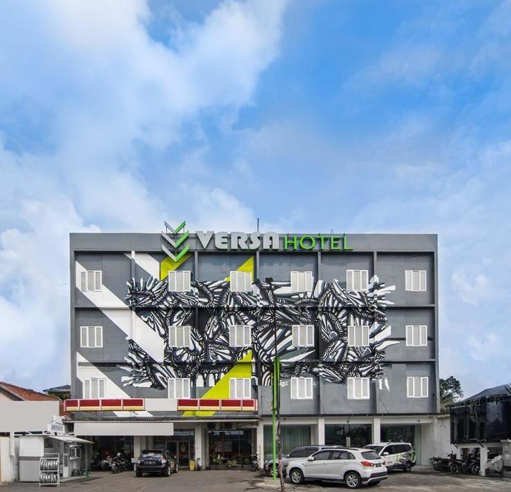 Versa Hotel Bekasi - Building