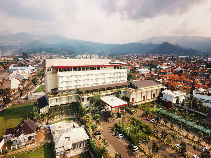 Grand Sunshine Resort & Convention Bandung - Hotel Building