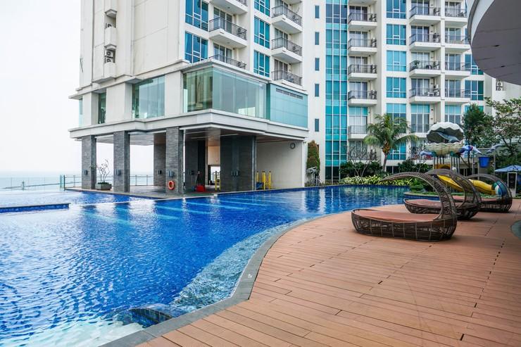 Modern Studio Ancol Mansion Town Home Apartment By Travelio Jakarta - Kolam renang