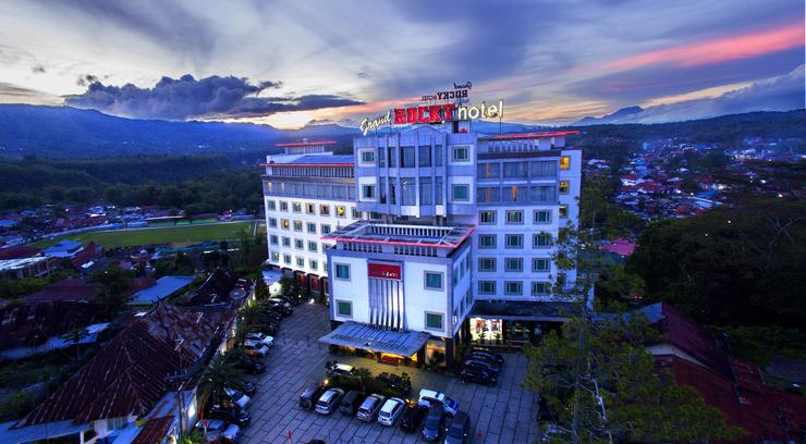 Grand Rocky Hotel Bukittinggi - Tampak Depan