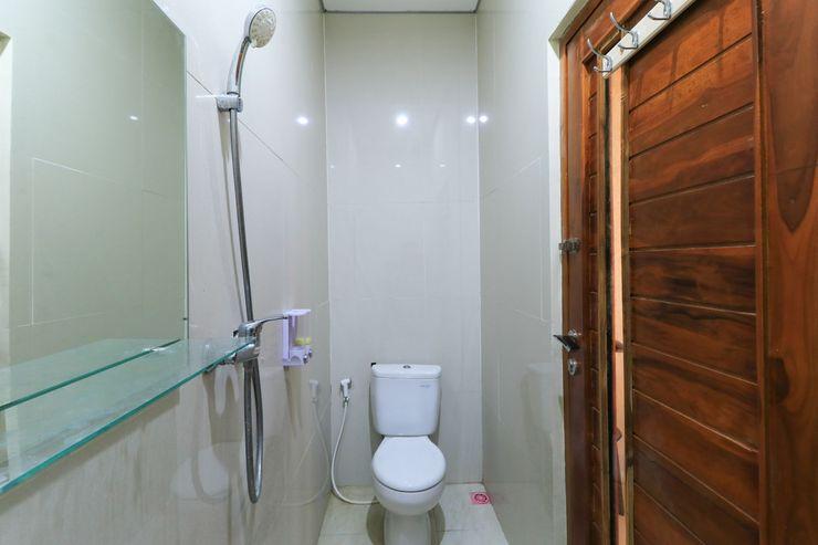 Cempaka Putih Guest House Bali - Bathroom