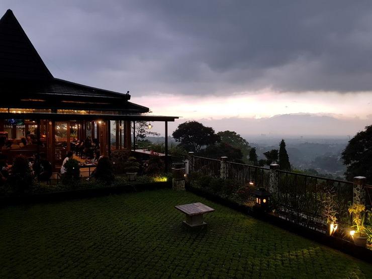 Wisma Joglo Hotel Bandung - Matahari senja