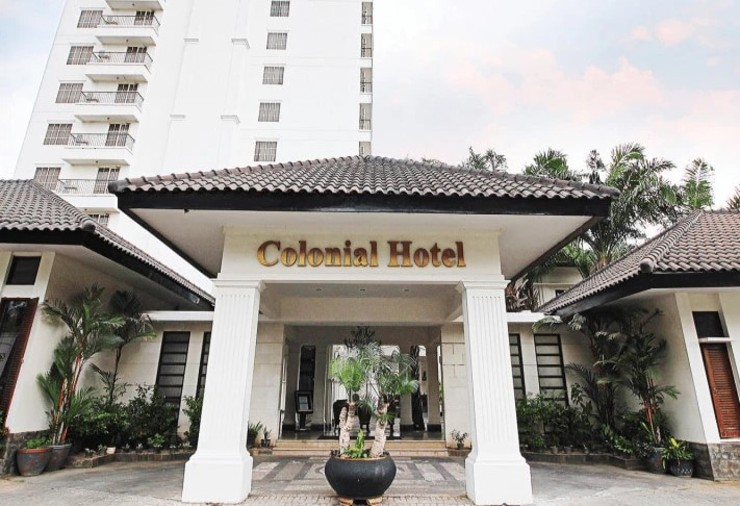 Colonial Hotel Makassar - front