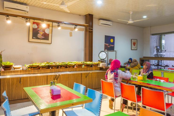 RedDoorz near Pasar Baru Bandung Bandung - Interior
