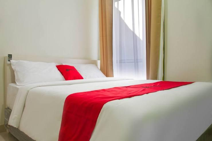 RedDoorz near Pasar Baru Bandung Bandung - Guestroom